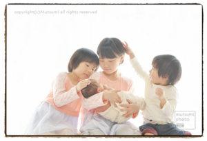 4人兄妹の新生児フォト【出張撮影】