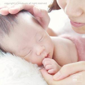 赤ちゃんの小ささがわかるように【新生児フォト】