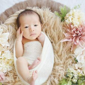 お花の中で【新生児フォト】